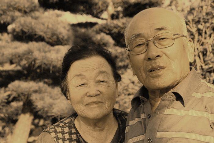 仲良しのじいちゃんとばあちゃん。